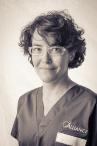 Dr Laffort - Spécialiste en dermatologie, diplôme d'études spécialisées vétérinaires en dermatologie, CES de dermatologie vétérinaire, diplômée du Collège Européen de Dermatologie Vétérinaire